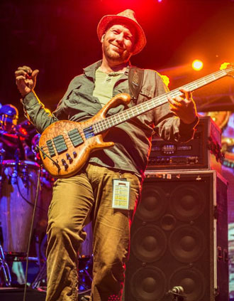 Rob Derhak of the band Moe., with his Strategy 8:88 Rackmount Bass amp.