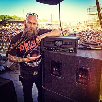 Chris Kael of Five Finger Death Punch and his Bass Strategy 8:88