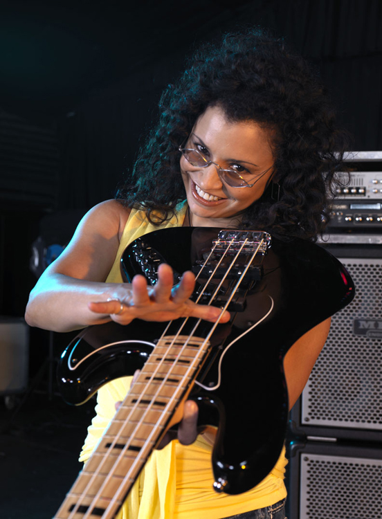 Rhonda Smith would like to welcome you to good bass tone...