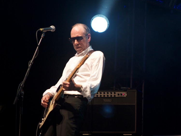 Mick Jones lays into the guitar while leaning into on his Lone Star combo