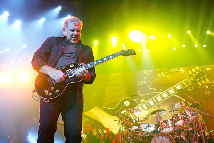 Alex Lifeson tapping the source